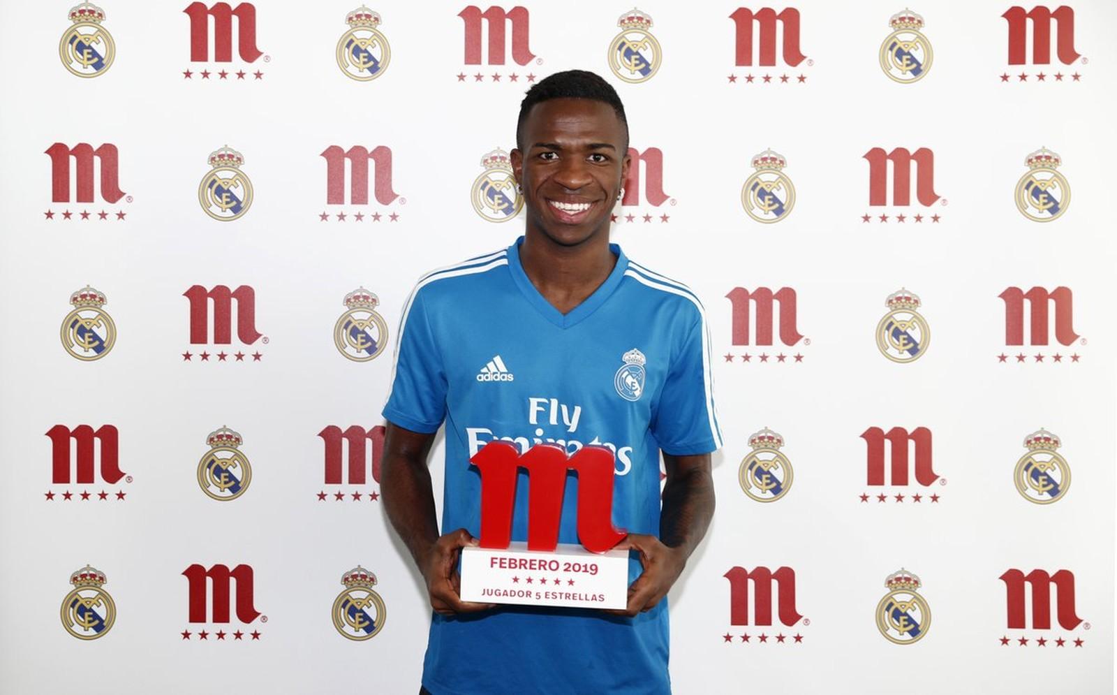 Photo of Vinicius Junior recebe prêmio de melhor jogador do Real Madrid em fevereiro