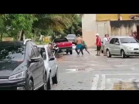 Humorista morre após se envolver em briga e bater cabeça no chão