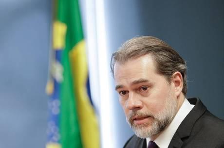 Photo of Toffoli defende STF e insinua que 'fundação' da Lava Jato seria crime