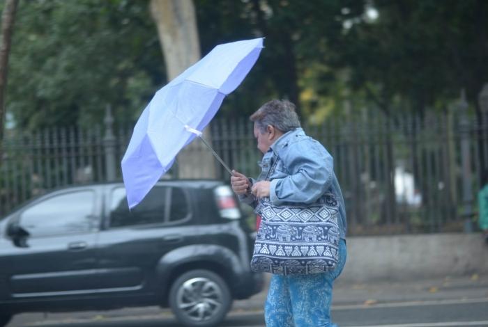 Photo of Frente fria chega ao Rio com chuvas no fim de semana