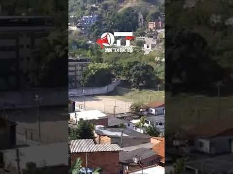 Photo of Vídeos mostram troca de tiros entre Policiais e Traficantes no Viradouro em Niterói.