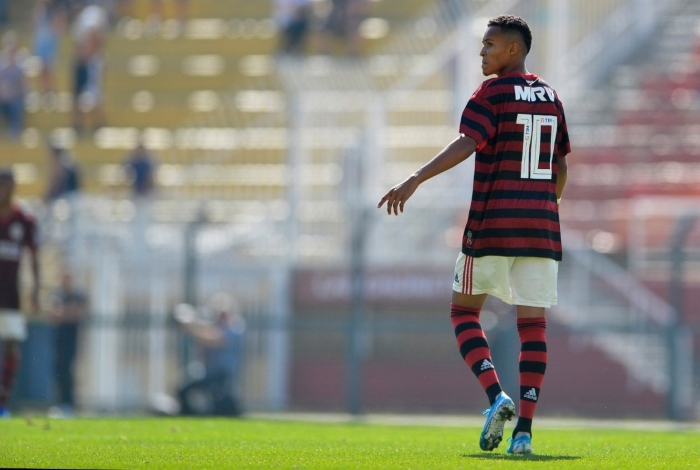 Photo of Joia do Flamengo renova contrato com multa recorde