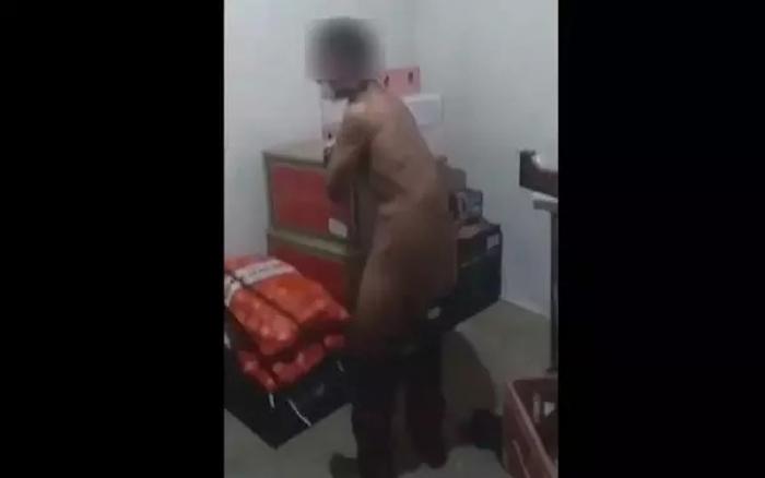 Photo of Seguranças amordaçam e chicoteiam adolescente suspeito de furto