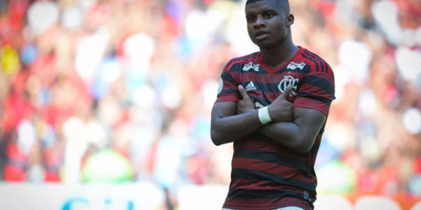 Staff do Manchester City fez consulta ao Flamengo por Lincoln
