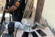 Um criminoso foi preso na Cidade Alta e com ele foi apreendido uma pistola, celulares, drogas e rádios comunicadores