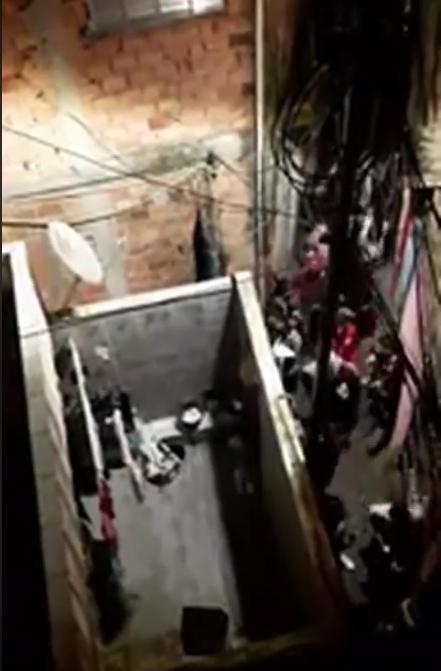 Photo of Vídeo mostra policias agredindo frequentadores de baile onde 9 morreram