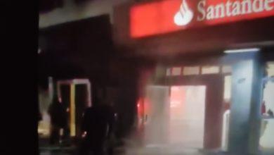 Photo of Bandidos explodem e roubam dois bancos em Mesquita