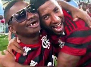 """Photo of Flamengo vai homenagear """"Bunitinho"""" e seu empresário no jogo de hoje"""