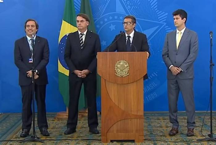 Photo of Governo anuncia R$ 40 bilhões em crédito para pagamento de salários