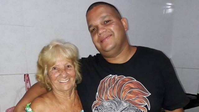Photo of Neto cria notícia falsa para alertar avó sobre o coronavírus: 'Caso desrespeite quarentena, ficará 6 meses sem receber'