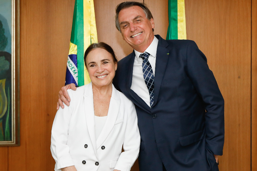 Photo of Regina Duarte deixa comando da secretaria de Cultura do governo Bolsonaro