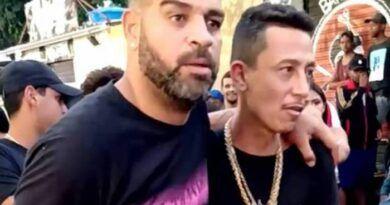 Veja o vídeo: Adriano Imperador deixa baile funk amparado por um amigo
