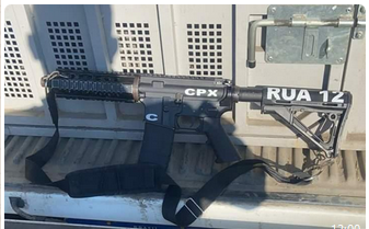 Photo of Bandido baleado e fuzil apreendido em Caxias