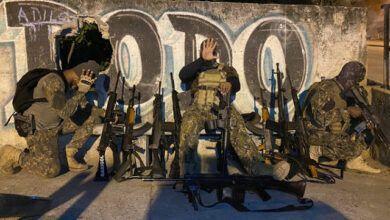 Photo of Milicianos se exibem após vencerem Comando Vermelho na Barão