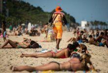 Photo of Crivella vai demarcar faixa de areia das praias do Rio, e reserva será por aplicativo